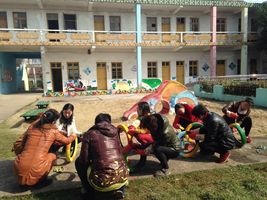 袁巷中心幼儿园开展自制体育器械活动