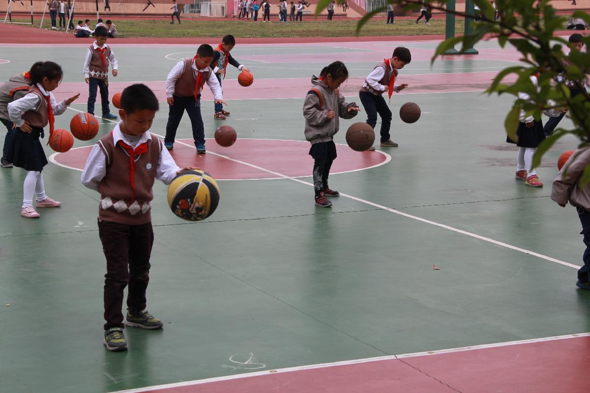 崇明小学:趣味篮球 活力校园